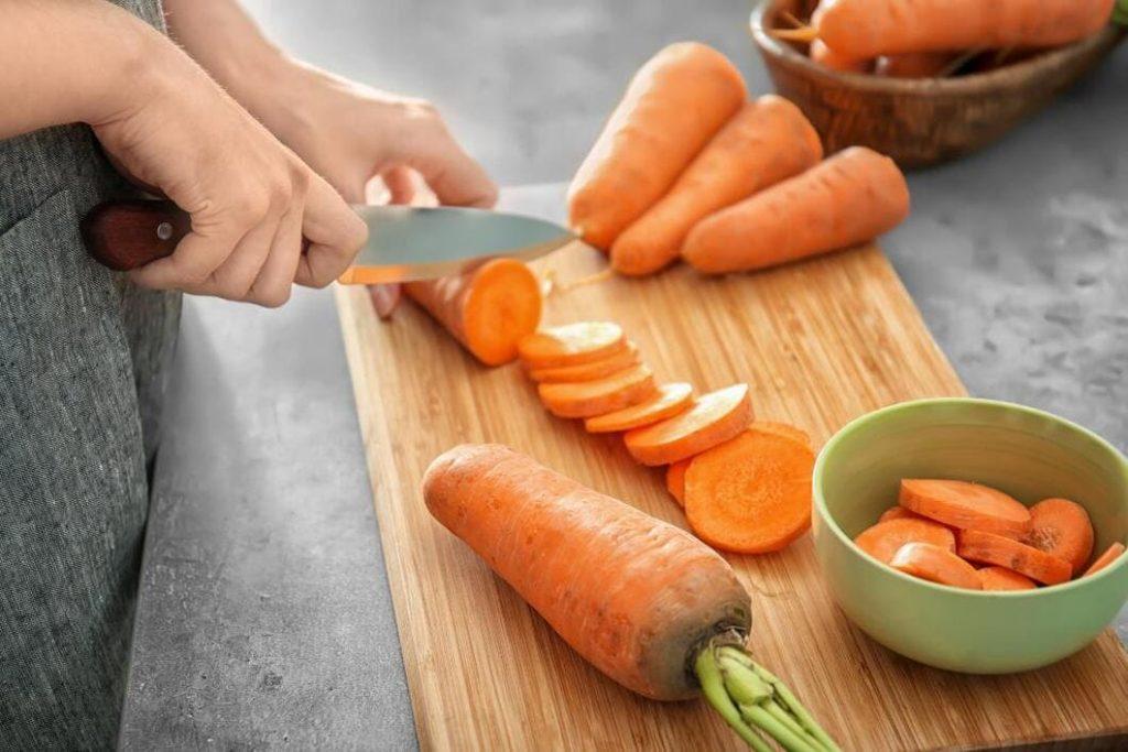 Betakaroten omvandlas till A-vitamin i din kropp om det är så att din kropp behöver A-vitamin