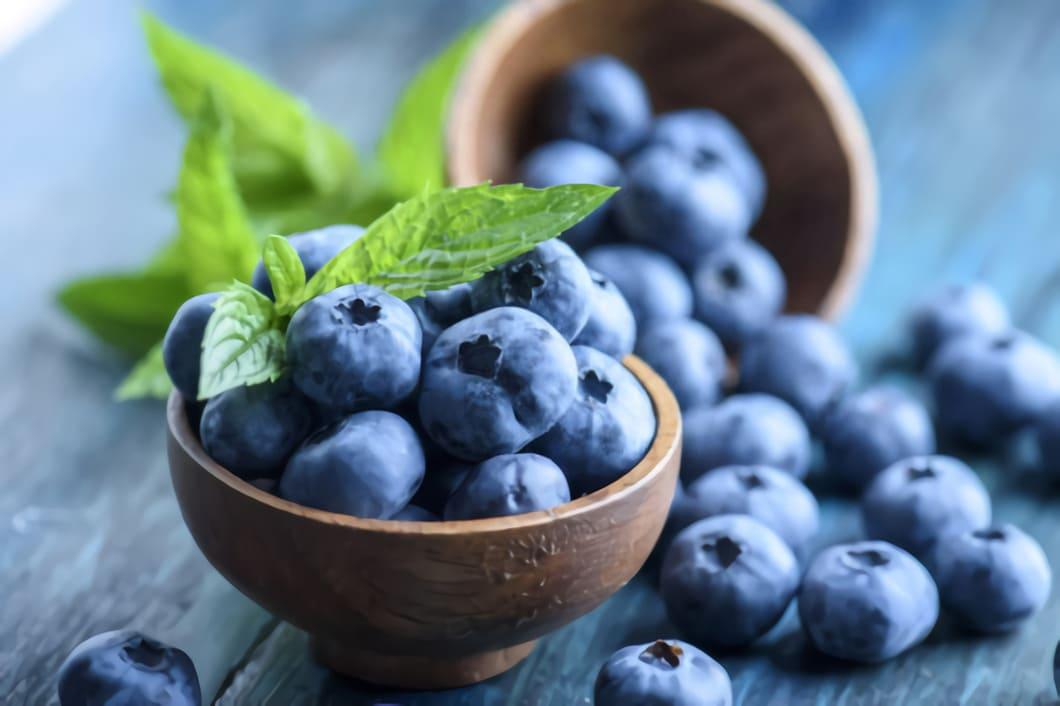 Blåbär är en art i familjen ljungväxter, och växer naturligt i Europa och Asien