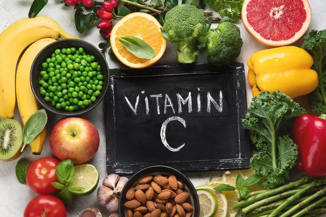 C-vitamin (askorbinsyra) är ett vattenlösligt vitamin som vi behöver få i oss dagligen