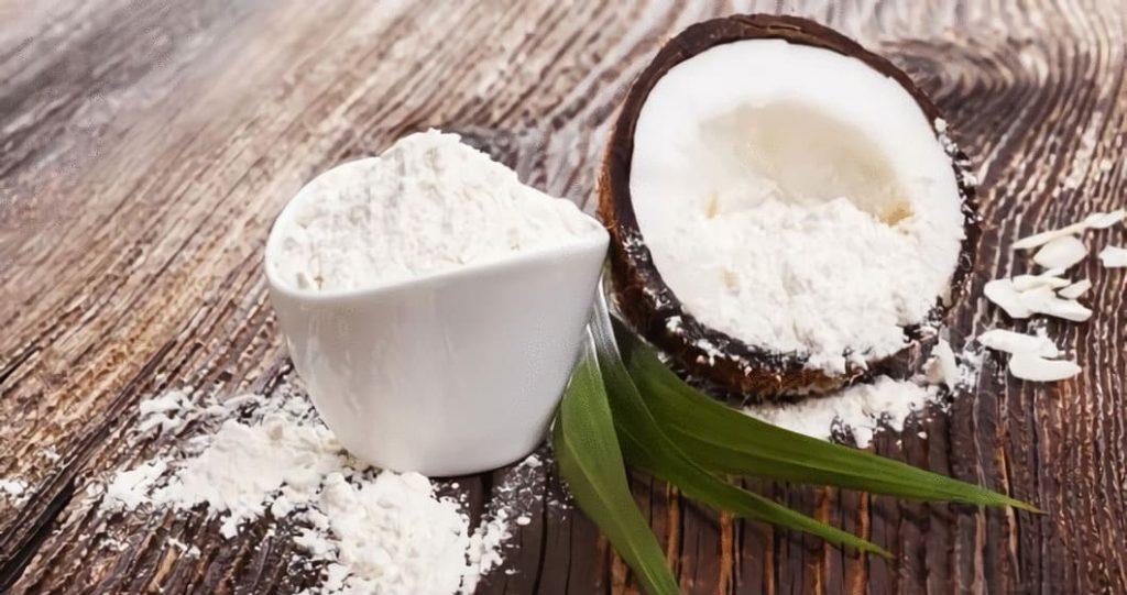 Kokosmjöl tillverkas av kokosnötens innehåll, dess fruktkött