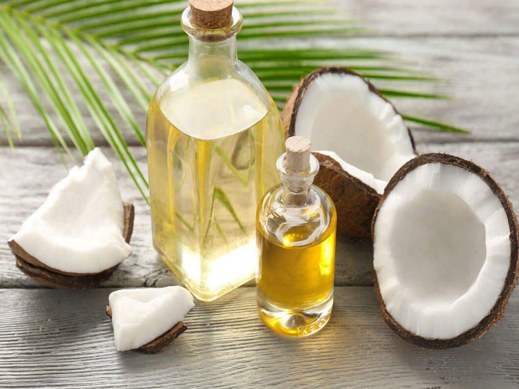 Kokosolja består till största delen av fett som kommer från kokosnötter