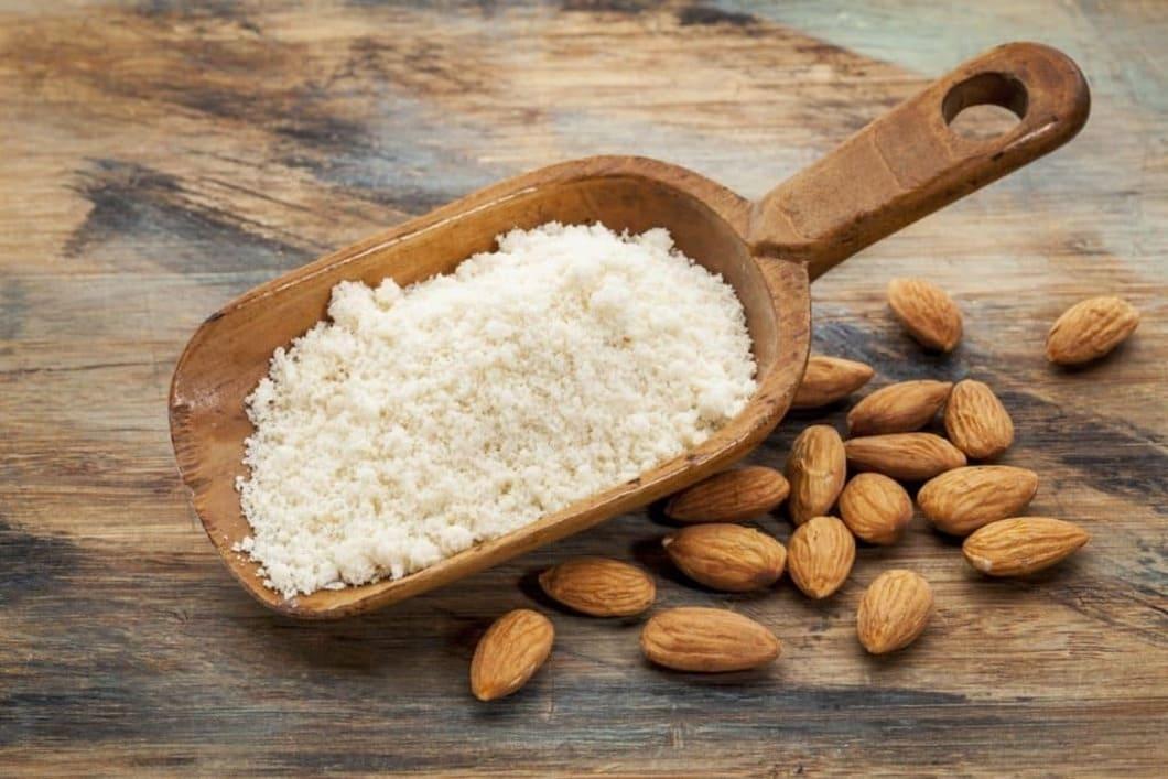 Trogna anhängare av denna kost använder sig mycket av mandelmjöl